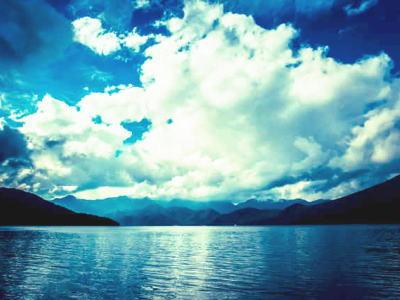 空と雲と湖