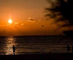 夕陽の海岸