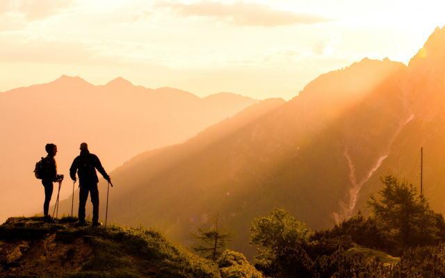 山登りイメージ画像
