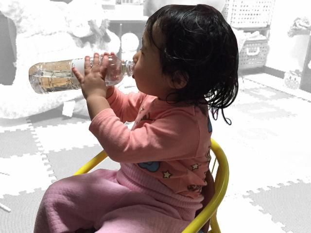 幼児とシリカ水イメージ画像